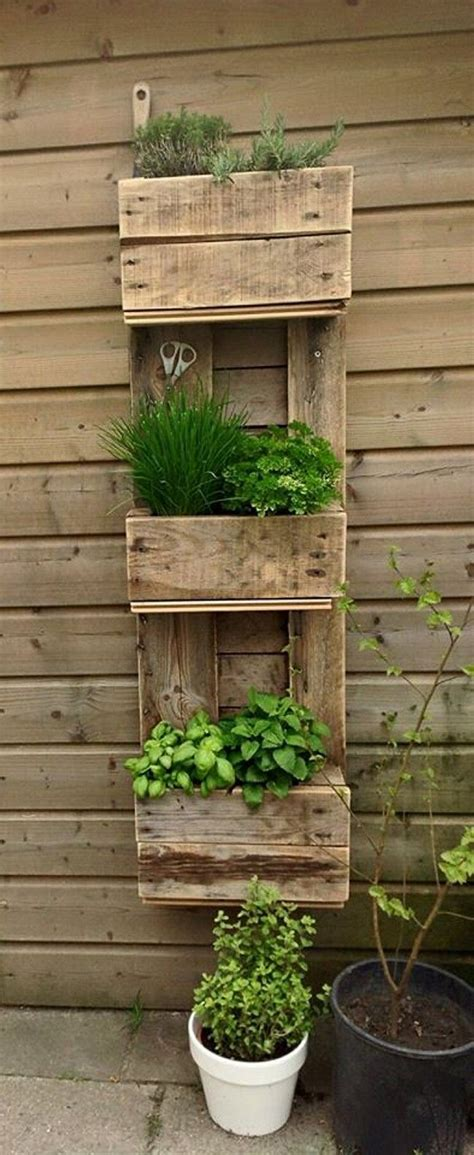 Modern and Creative Vertical Planter Displays You Have To